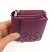 Branco, 29742 - Schicke Geldbörse bzw. schickes Portemonnaie aus Leder für Damen in violett beere, Detailansicht Münzfach mit Reißveschluss - 02