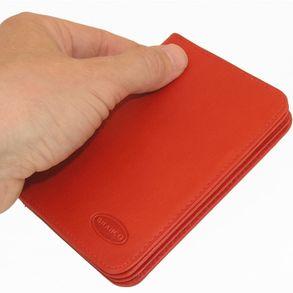 Branco, br-302 - A7 Ausweishülle bzw. Kreditkartenetui aus Leder in rot, Frontansicht, von Hand gehalten - 01