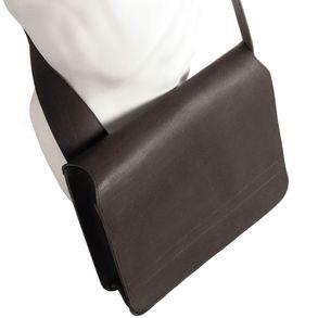 Jahn-Tasche, 680 - Mittelgroße, schwarze Umhängetasche bzw. Messenger Bag, Seitenansicht, umgehängt - 01
