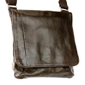 Jahn-Tasche, 418 – Mittelgroße, braune Handtasche bzw. Umhängetasche aus Leder, Frontansicht - 01