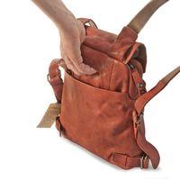 Harolds 223702 - Kleiner, rostfarbener Lederrucksack bzw. Rucksackhandtasche, Rückansicht mit Fokus auf zusätzlichen Tragegriff - 05