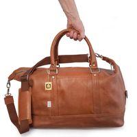Jahn-Tasche, 698 - Kleine, cognac-braune Reisetasche aus Leder, Modell 698, Hand hält Tasche - 01