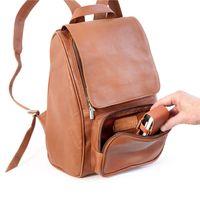 Jahn-Tasche, 710 - Mittelgroßer, Cognac-Brauner Lederrucksack bzw. Laptop Rucksack, Fokus auf geöffnete Fronttasche - 04