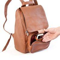 Jahn-Tasche, 710 - Mittelgroßer, Cognac-Brauner Lederrucksack bzw. Laptop Rucksack, Fokus auf geöffnete Fronttasche mit Handyfach - 05