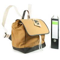 Enter, EHC SS162701  – Mittelgroßer camel-brauner Canvas-Rucksack bzw. Flap Backpack, Aufsicht geöffnet, Inhalt A4 Aktenordner - 03