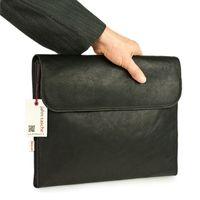 Jahn-Tasche, 1042-cw - Braune A4 Aktenmappe bzw. Dokumentenmappe, Seitenansicht geschlossen, Männerhand hält Mappe - 09