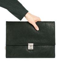 Jahn-Tasche, 1022-cw - Schwarze A4 Aktenmappe bzw. Dokumentenmappe, Frontansicht, von Hand gehalten - 02