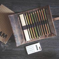 Jahn-Tasche, 015 - Exklusive Stifte-Rolle bzw. Roll-Up-Mäppchen aus Büffelleder in Braun, Mäppchen mit Inhalt liegt geöffnet auf Tisch - 07