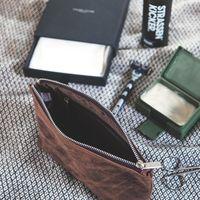 Jahn-Tasche – Praktische Pouch aus Leder / Leder-Täschchen Größe L aus Büffel-Leder, Braun, Modell 008